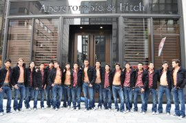 Abercrombie_fitch_ginza_store_model